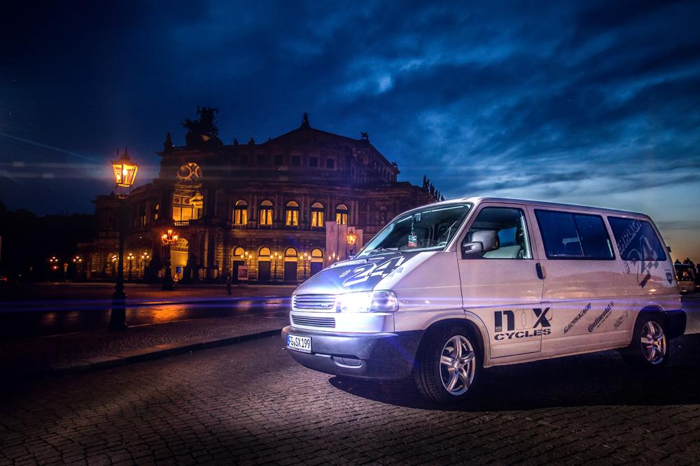 Benjamins Bus vor der Semperoper in Dresden