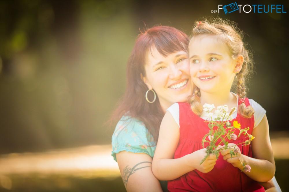Familien-Fotoshooting-Cathl-und-Jan-Mama-und-Tochter